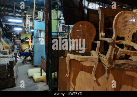 Good ... Manila,Philippines   Jan 13, 2017: Young Filipino Working At The  Evening In