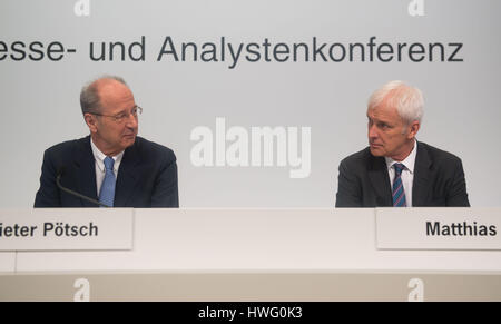 Stuttgart, Germany. 21st Mar, 2017. The chief finance officer Dieter Poetsch (L) and the chairman of Porsche SE, - Stock Photo