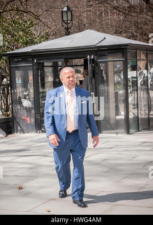New York, USA. 21st Mar, 2017. Former NYPD detective and now private investigator Bo Dietl announces his run for - Stock Photo
