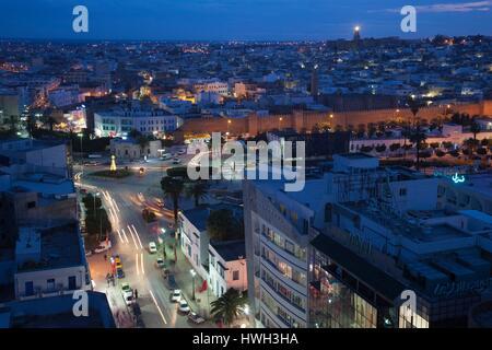 Tunisia, Tunisian Central Coast, Sousse, elevated view of Avenue Habib Bourguiba towards Medina, dusk - Stock Photo
