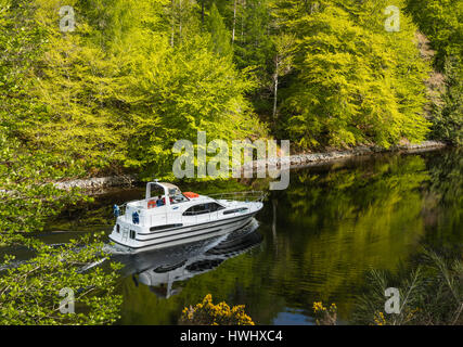 Motor boat cruising Laggan Avenue, Caledonian Canal, Highlands, Scotland, UK. - Stock Photo