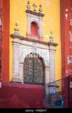 Templo de San Roque church in Guanajuato, Mexico ------ Guanajuato is a city and municipality in central Mexico - Stock Photo