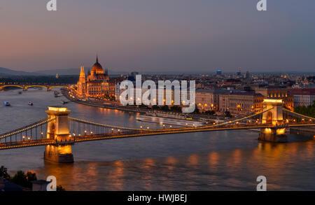 Kettenbruecke, Parlament, Donau, Budapest, Ungarn - Stock Photo