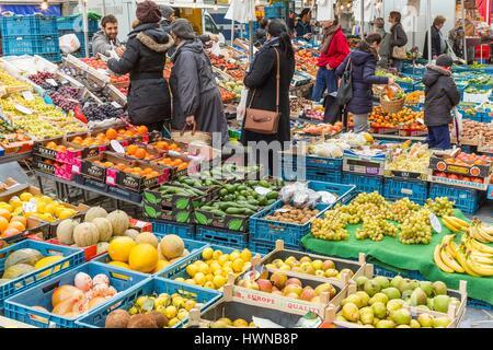 Belgium, Brussels, Saint Gilles area, Saint Gilles Parvis market since 1865 (oldest market in the city) - Stock Photo