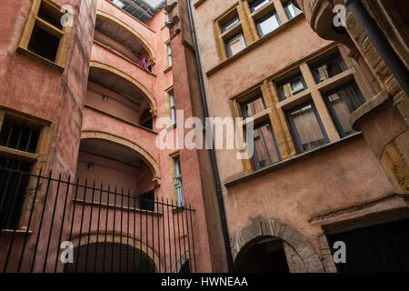 France, Rhone, Lyon, Old Lyo, listed as World Heritage by UNESCO, Saint Jean district, renaissance backyard and - Stock Photo