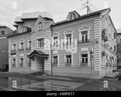 Renovated old style living house on Bolshoy Poluyaroslavskiy pereulok in Moscow. Black and white version. - Stock Photo