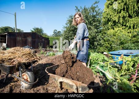 The Land Gardeners Henrietta Courtauld (pictured) and Bridget Elworthy making compost at Wardington Manor near Banbury, - Stock Photo
