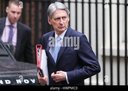 Downing Street. London, UK. 22nd Mar, 2017. Philip Hammond Chancellor of the Exchequer leaving Downing Street to - Stock Photo