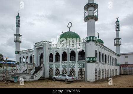 A muslim mosque in Paramaribo, Suriname.  Islam came to Suriname in the late 1800's with the influx of plantation - Stock Photo