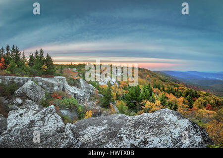 Boulders extend for miles along the rim of the mountain outlining the autumn foliage in the highlands of the Dolly - Stock Photo