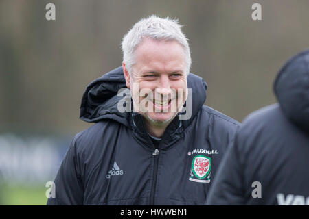 Vale Resort, Vale of Glamorgan, Wales, UK. Mar 23rd 2017. Wales coach Kit Symons during Wales national team training - Stock Photo