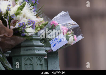 London, UK. 24th March 2017. Flowers are placed outside the Palace of Westminster in central London following the - Stock Photo