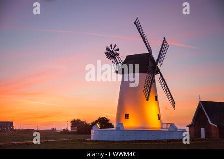 Lytham, Lancashire.  UK Weather.  24th March, 2017. Lytham St Annes. The Lytham Windmill, wind, power, energy, sky, - Stock Photo