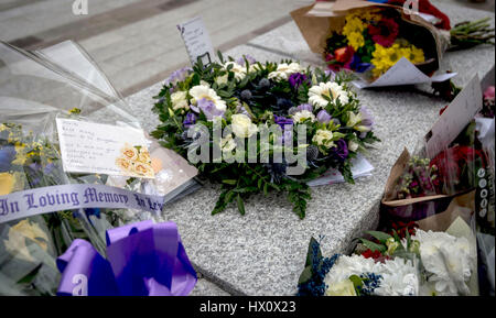 Floral tributes outside New Scotland Yard in London, following the terrorist attack on Wednesday which claimed the - Stock Photo