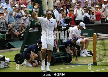 roger WIMBLEDON CHAMPIONSHIPS 2015 THE WIMBLEDON CHAMPIONSHIPS 20 THE ALL ENGLAND TENNIS CLUB WIMBLEDON LONDON ENGLAND - Stock Photo