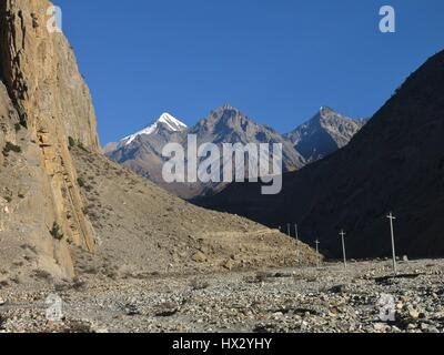 Muktinath Himal, mountain range in the Annapurna Conservation Area, Nepal. Panda Khola, valley near Jomosom. - Stock Photo