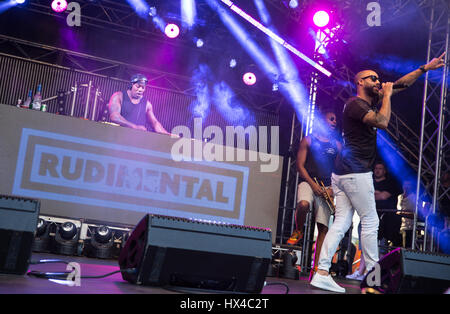Melbourne, Australia. 25th March, 2017. Australian Formula 1 Grand Prix, Melbourne, AUS. 25th Mar, 2017. Rudimental - Stock Photo