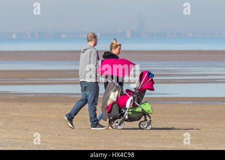 Southport, Merseyside, UK. 25th March, 2017. UK Weather. Sunny Day. Glorious sunny start to the day in Southport - Stock Photo