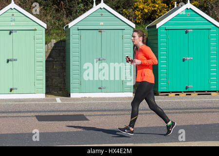 Bournemouth, Dorset, UK. 25th Mar, 2017. UK weather: lovely warm sunny day as visitors head to the seaside to make - Stock Photo