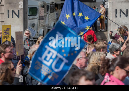 London, UK. 25th March, 2017. The march passes the IN and Out club on Piccadilly - Unite for Europe march attended - Stock Photo