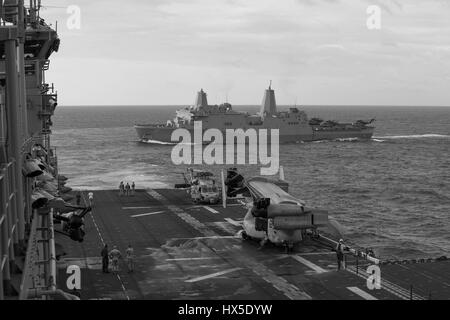 Amphibious transport dock ship USS San Antonio (LPD 17) and amphibious assault ship USS Kearsarge (LHD 3), both - Stock Photo