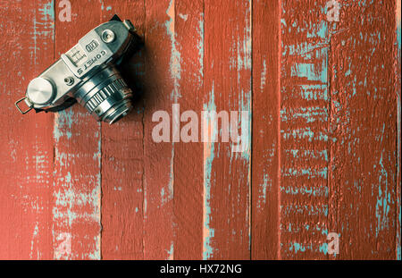 Bencini Comet S, 127 roll film camera, c1950 on painted blue and red wooden boards - Stock Photo