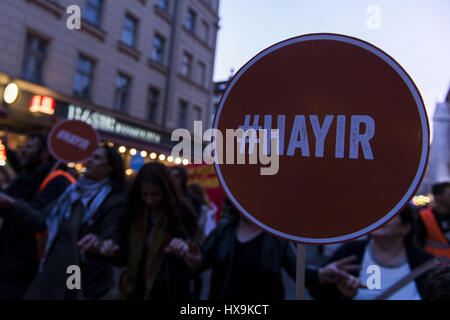 Berlin, Germany. 25th Mar, 2017. Opponents of RECEP TAYYIP ERDOGAN, President of Turkey, holding signs with the - Stock Photo