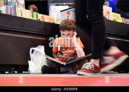 Paris, France. 25th Mar, 2017. A boy reads a book during the 37th Paris Book Fair in Pairs, France, on March 25, - Stock Photo