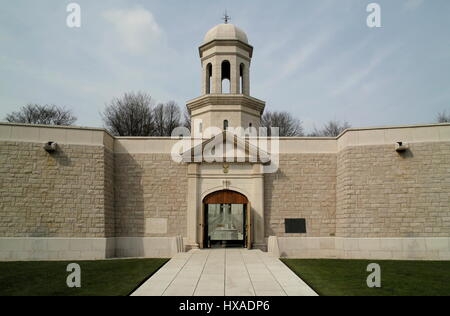AJAXNETPHOTO. 2008. DELVILLE WOOD, SOMME, FRANCE. -COMMONWEALTH WAR GRAVES- DELVILLE WOOD - SOMME - PICARDY - MEMORIAL - Stock Photo