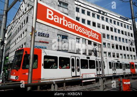 Straßenbahn an der Haltestelle Barbarossaplatz in Köln (Cologne), Nordrhein-Westfalen, Deutschland - Stock Photo
