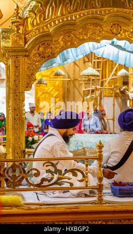 Sikh priest wearing a blue turban in Gurudwara Bangla Sahib, a Sikh temple in New Delhi, capital city of India, - Stock Photo
