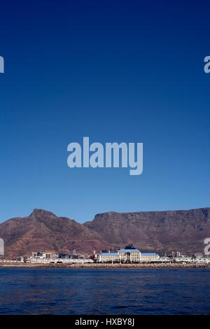 The V&A Waterfront area is seen in front of  Table Mountain, in Cape Town, South Africa March 7, 2017.  © John Voos - Stock Photo