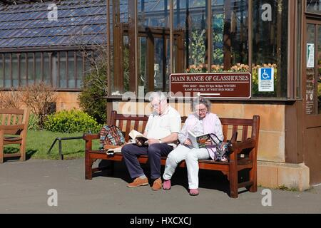Botanic Gardens Glasgow, Scotland, UK. 27 March 2017. Glaswegians enjoying lunchtime sun in this popular West End - Stock Photo