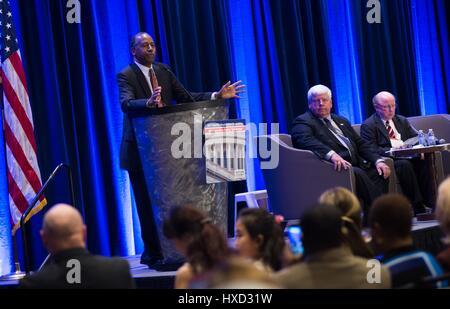 Chrystal City, USA. 27th Mar, 2017. U.S. Secretary of Housing and Urban Development Ben Carson speaks at the annual - Stock Photo
