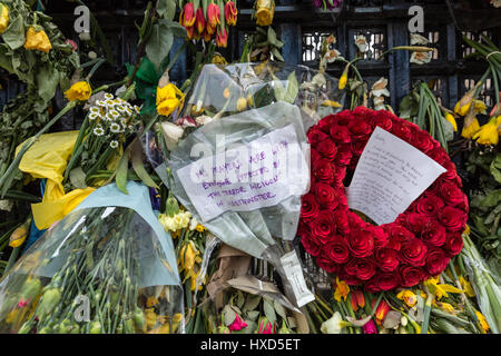 London, UK. 28th Mar, 2017. Floral tributes in Westminster remembering the victims of the terror attack on 22nd - Stock Photo