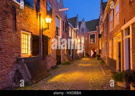 The historic alley of Kuiperspoort in Middelburg, The Netherlands at night. - Stock Photo