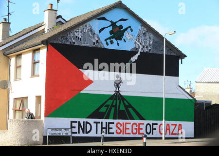 A Gaza mural on the side of a house in Northern Ireland. The Gaza Strip or simply Gaza, is a small self-governing - Stock Photo
