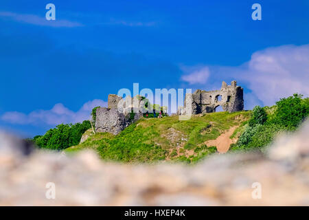 The ruins of Pennard Castle overlooking Three Cliffs Bay on the Gower Peninsula, South Wales. - Stock Photo