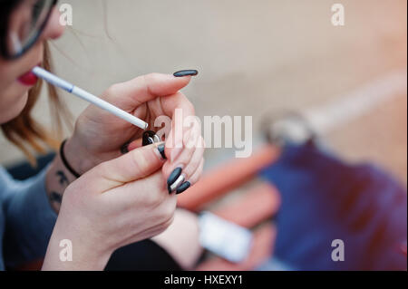 thesis about smoking addiction Abstract nicotine is the addictive compound in tobacco and use of this drug,  primarily through cigarette smoking, is commonly initiated during adolescence.