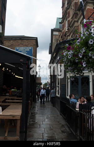 The Camden Head pub in Camden Passage, Islington on a rainy day - Stock Photo