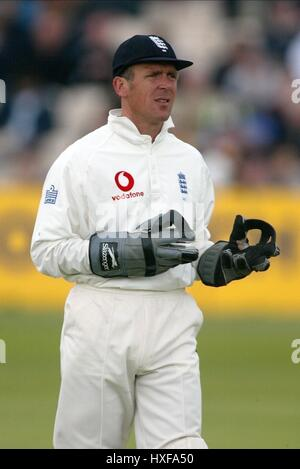 ALEC STEWART ENGLAND & SURREY CCC OLD TRAFFORD MANCHESTER 15 June 2002 - Stock Photo