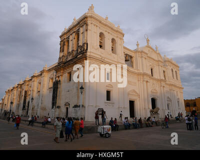 Cathedral of Leon Nicaragua with famous lion statue  Basilica Catedral de la Asuncion: Cathedral façade from the - Stock Photo