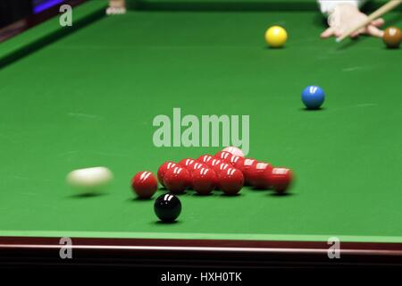 CUE BALL DURING BREAK WORLD SNOOKER CHAMPIONSHIP WORLD SNOOKER CHAMPIONSHIP THE CRUCIBLE SHEFFIELD ENGLAND 20 April - Stock Photo