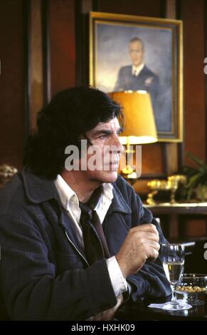 ALAN BATES DUET FOR ONE (1986) - Stock Photo