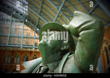 john betjeman statue st pancras international railway station london - Stock Photo
