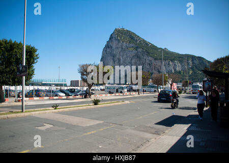 Gibraltar. 28th Mar, 2017. The road that exits to Spain with the Rock of Gibraltar in the background and the Royal - Stock Photo