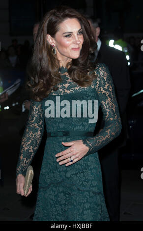 London, UK. 28th Mar, 2017. Britain's Duchess of Cambridge Kate arrives for the 2017 Portrait Gala at the National - Stock Photo