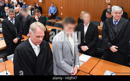 Frankfurt, Germany. 29th Mar, 2017. Stephan S. (4-L) and Jonas K. (2-R), the founders of the Frankfurt-based real - Stock Photo