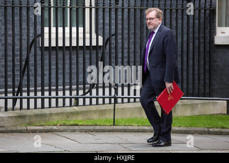 London, UK. 29th Mar, 2017. David Mundell MP, Secretary of State for Scotland, arrives at 10 Downing Street for - Stock Photo
