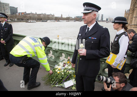 Westminster Bridge, London, UK. 29th March 2017. Flowers laid to remember the killed . Credit: jim forrest/Alamy - Stock Photo